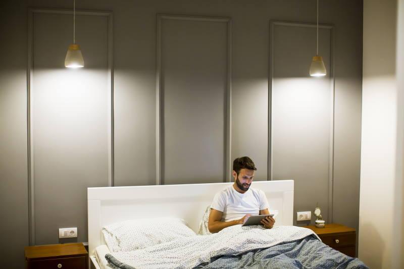 Domowe sposoby na dobry sen - relaks z książką