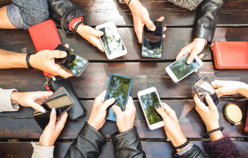 Uzależnienie od social mediów-objawy