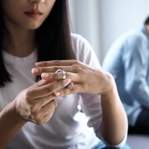Zdrada w małżeństwie – czy wybaczenie jest możliwe
