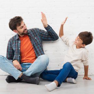Być dla dziecka rodzicem czy przyjacielem? Czy da się to połączyć?