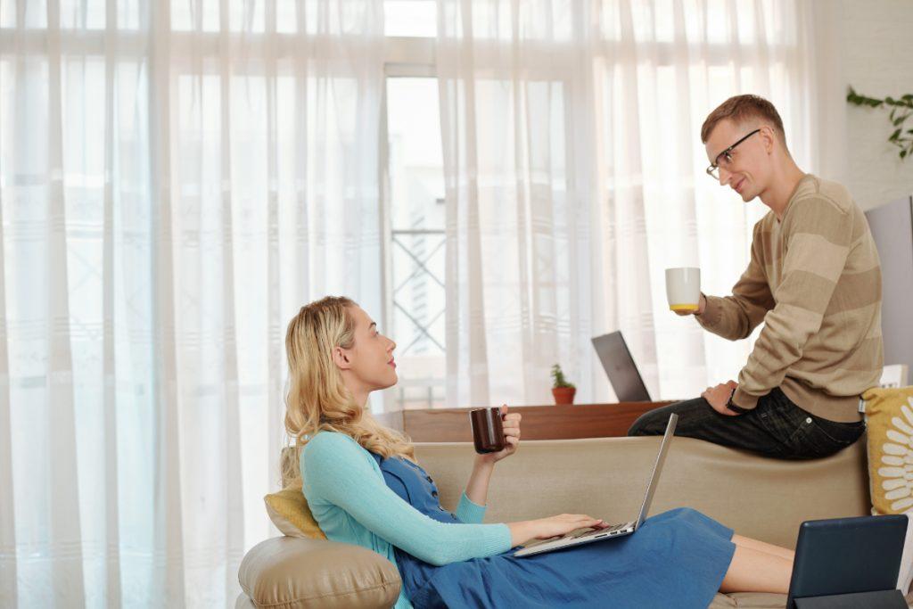 Przerwa w pracy zdalnej. Wpływ pracy zdalnej na relacje w związku - korzystny, czy nie